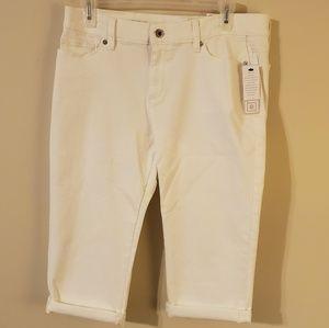 Liz Claiborne City Fit Skinny BF White Capri NWT